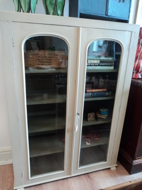 Victorian painted bookcase with 4 shelves and original key